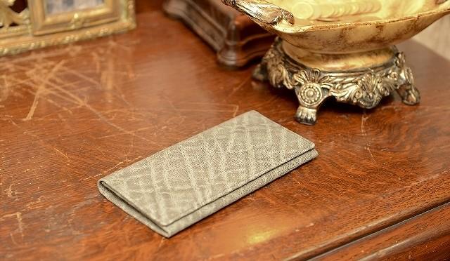 象革のシンプルな長財布
